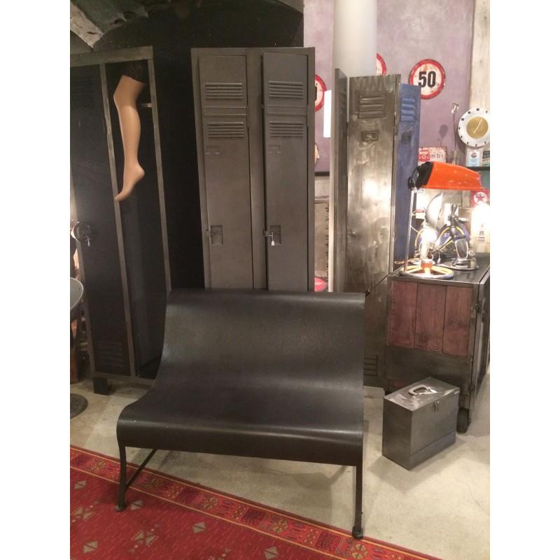 petit banc en m tal noir. Black Bedroom Furniture Sets. Home Design Ideas