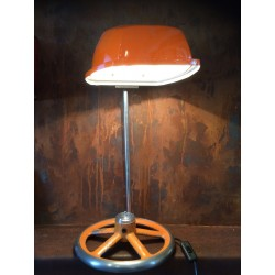 Lampe orange sur vanne